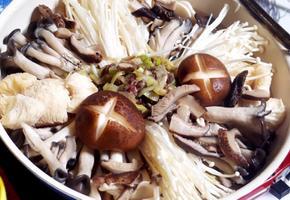 #표고버섯육수로 진하게 끓이는 #버섯전골만들기 #초간단고기양념하기 #마지막 죽까지 즉석에서 즐기는 버섯전골