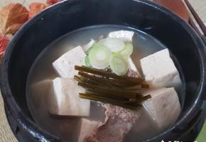 담백한 맛의 두부찌개