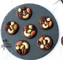 망디앙초콜릿만들기 견과류 듬뿍 올려 발렌타인데이 선물용 초콜릿으로 좋아요