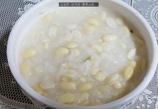 아침 대용으로 좋은 부드러운 콩죽