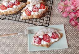 딸기생크림크루아상