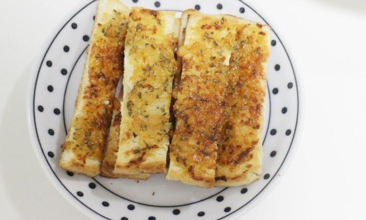 남은식빵요리-버터 없이 마늘빵 만들기