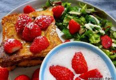 프렌치토스트 브런치접시:딸기가 열일 하다