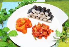 충무김밥~ 석박지 & 오징어무침과 함께