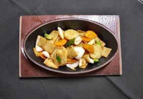 간장으로 양념한 감자 어묵볶음