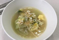 숙취에도 감기에도 좋은 건강하고 간단한 국 '콩나물 북엇국'