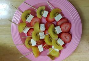 건강한 아이를 위한 영양만점 치즈 과일 꼬치