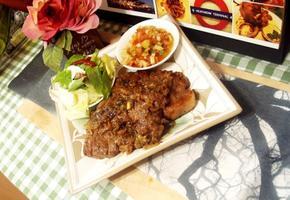 #목살스테이크 #돼지고기요리 #목살스테이크만들기 #두툼한 목살로 만드는 색다른 스테이크. 굴소스와 액젓이면 완성!!