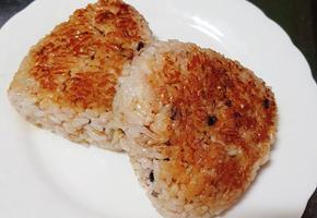 구운 참치 주먹밥 만들기