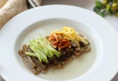 더위도 잊게 해주는 도토리묵밥 만들기 시원~하고 깔끔한 이맛!