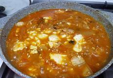 순두부를 넣어 끓인 돼지고기 김치찌개