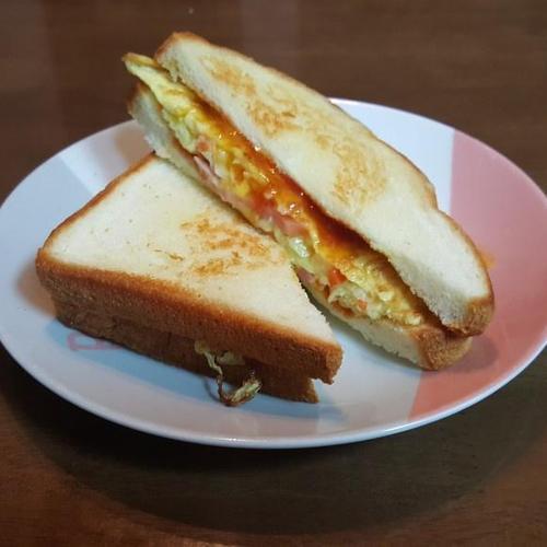 길거리 토스트로 아침 챙기기..