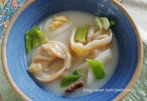사골떡만두국:시판사골국으로 더 맛있게 끓이는 방법