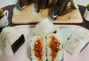편의점 인기쟁이 김치제육볶음 주먹밥(삼각주먹밥)