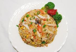 굴소스를 넣어 더욱 맛있는 중국식 게살볶음밥 만들기