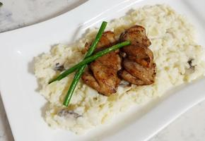 한접시에 담아내는 근사한 크림리조또와 치킨스테이크(기념일 추천!)