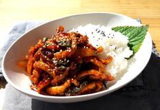 화끈하게 매운맛 매콤 오징어 볶음 덮밥