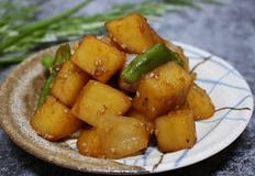 부서짐이 없는 감자조림 만드는 방법