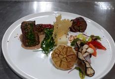 [경민대학교] 관자, 마늘종, 파프리카, 표고버섯을 넣은 삼합소고기말이와 안심스테이크