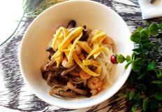 #버섯새우비빔국수만들기 #간편하게 연두우리콩과 쯔유로 양념한 비빔국수!!