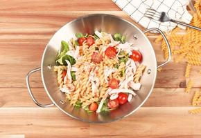 차갑게 즐기는 다이어트 샐러드--닭가슴살 푸실리 냉파스타