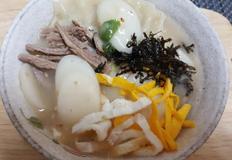 떡 만두국 맛있게 끓이는법,소고기를 듬뿍 넣어 국물맛이 진한 떡 만두국 입니다