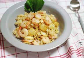 새우 마늘 볶음밥. 간단한 한그릇 요리 혼밥