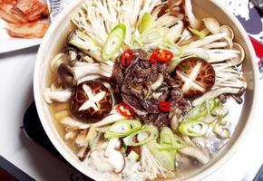 #양념소불고기 #버섯전골만들기 #추운날에어울리는버섯전골 #고기육수와 버섯들의 맛이 우러나온 전골의 맛은 으뜸!!!