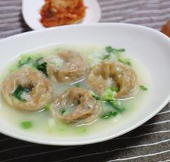 추운 겨울엔 만두국 이지. 한그릇 혼밥 요리 초간단 만둣국