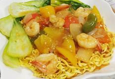 중국식 볶음면 스타일의 볶음라면(농심 새우탕면)