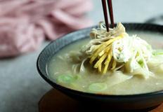 깔끔한 국물맛, 닭칼국수 만들기 (+영상)