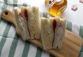 간단한 재료지만 맛있는 꿀조합 '인기가요샌드위치'