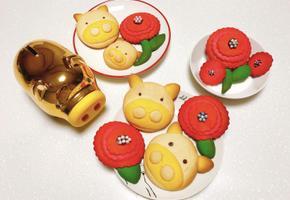 돼지쿠키 만들기 황금돼지랑 산딸기맛 장미모양으로 만들었어요 :)