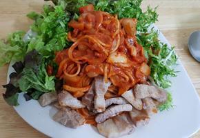 삼겹살고추장스파게티와 삼겹살야채비빔밥