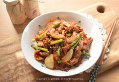 입맛 사로잡는 마늘종 제육볶음 만드는법