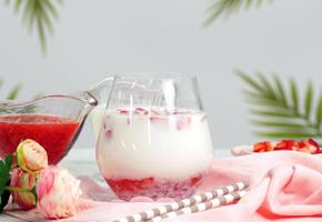 딸기철 지나가기전에 맛보는 인기 딸기 음료! 딸기라떼 ★