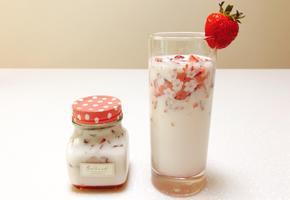 생딸기우유 생딸기라떼 만들기 딸기가 톡톡 씹혀요 :)