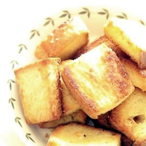 식빵으로 만든 '마늘 크루통'