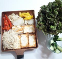 조포에 보쌈당한 팽이버섯 찬과 밥이 필요없는 다이어트식 (조포는 두부의 경상도 방언입니다 )