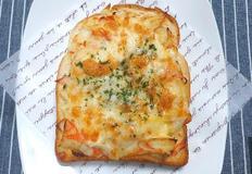 에어프라이어로 고소한 크래미 치즈 토스트 만들기