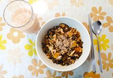 암예방 레시피 - 가지마늘 소보로 현미 덮밥 & 건강 과일 주스
