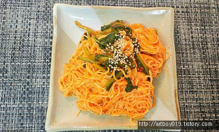 열무김치로 만든 비빔국수