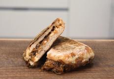세가지 종류의 치즈와 양파, 버섯이 들어간 파니니!