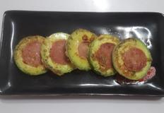 분홍 소시지를 품은 애호박