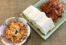 두부 김치의 두가지 요리. 술안주 두부 김치와 밑반찬 두부 김치 무침.