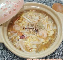 해물 듬뿍 넣은 중국식 계란탕 안주와 아침국으로 추천해요.