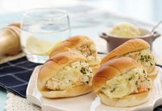 게살감자샌드위치 l 감자샐러드와 게살을 모닝빵의 배에 채워주세요!!