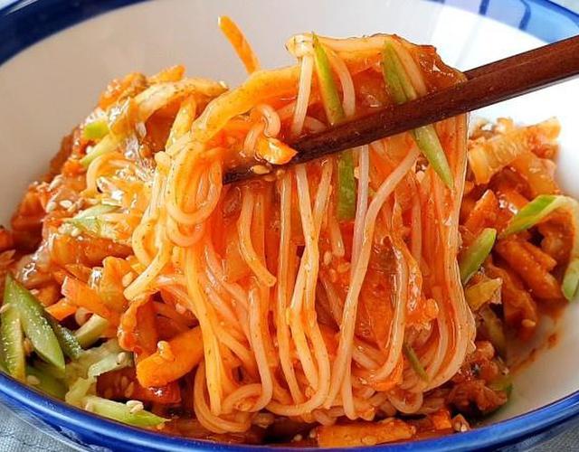 김치고추장비빔국수