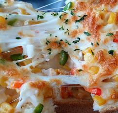 야채 듬뿍 콘 치즈 토스트
