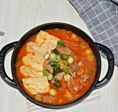 최애반찬 돼지고기 넣고 푹 끓인 김치지개